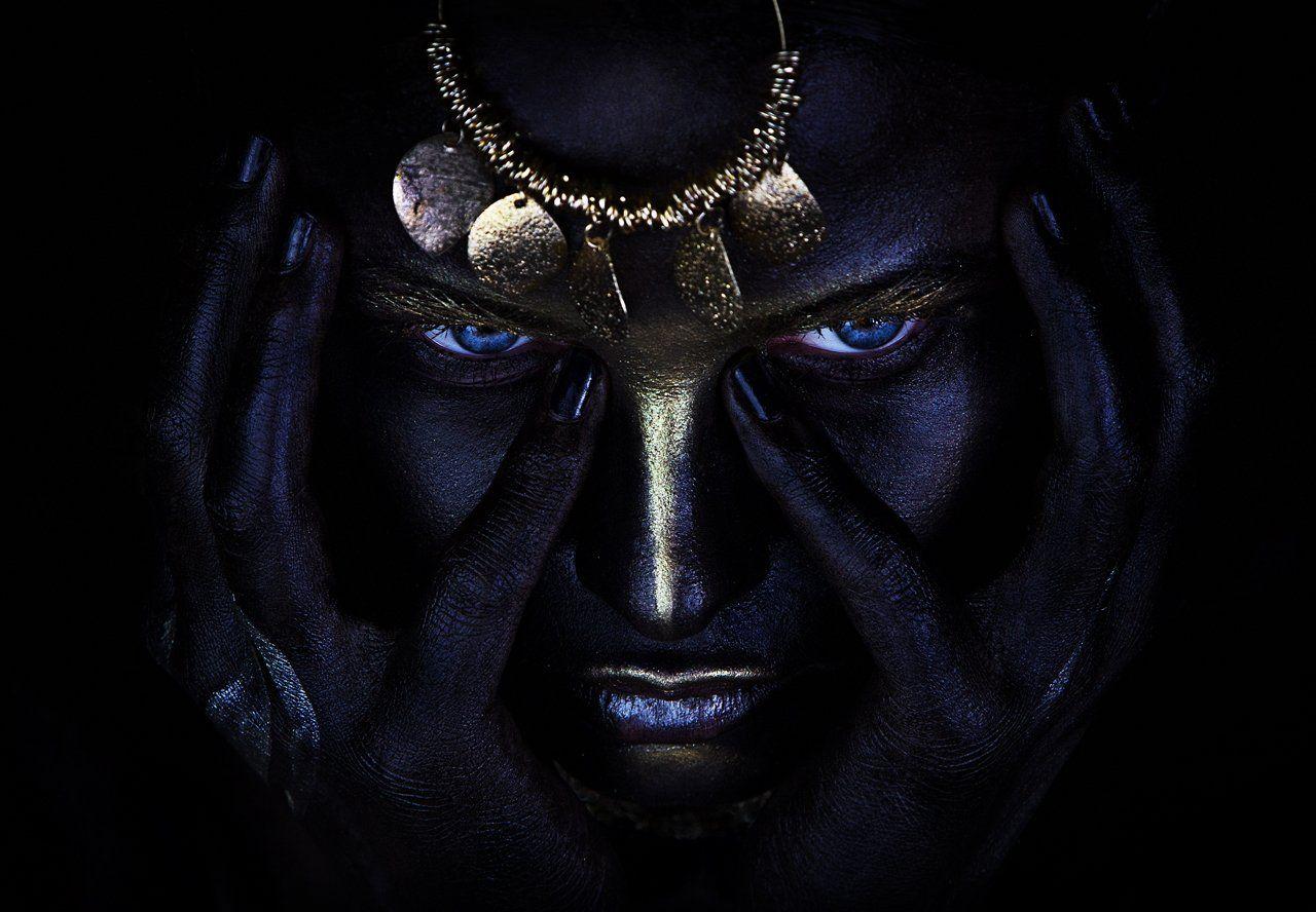 люди, девушка, война, воин, портрет, грим, визаж, бодиарт, фейс, лицо, руки, черный, макияж, золото, серебро, цвет, студия, крупный план, глаза, взгляд, украшения, мысли, Ковалёв Иван