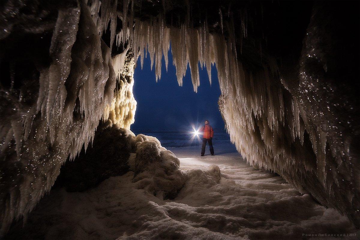 крым, пейзаж, азов, азовское море, лед, сосульки, грот, пещера, вечер, человек, Роман Любимский
