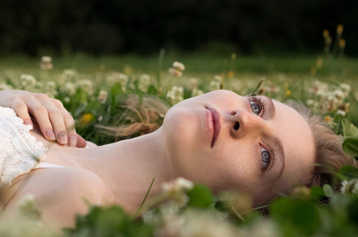 summertime, summer, grass, dream, dreams, blue eyes, bokeh, flowers, purity, Наташа Янкелевич