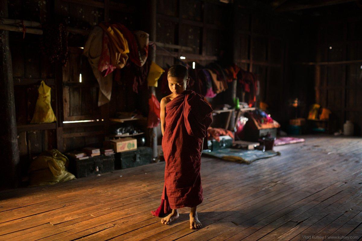 мьянма, бирма, монах, монастырь, инле, тиковый, тиковый_монастырь, тиковые_дерево, Владимир Куцый