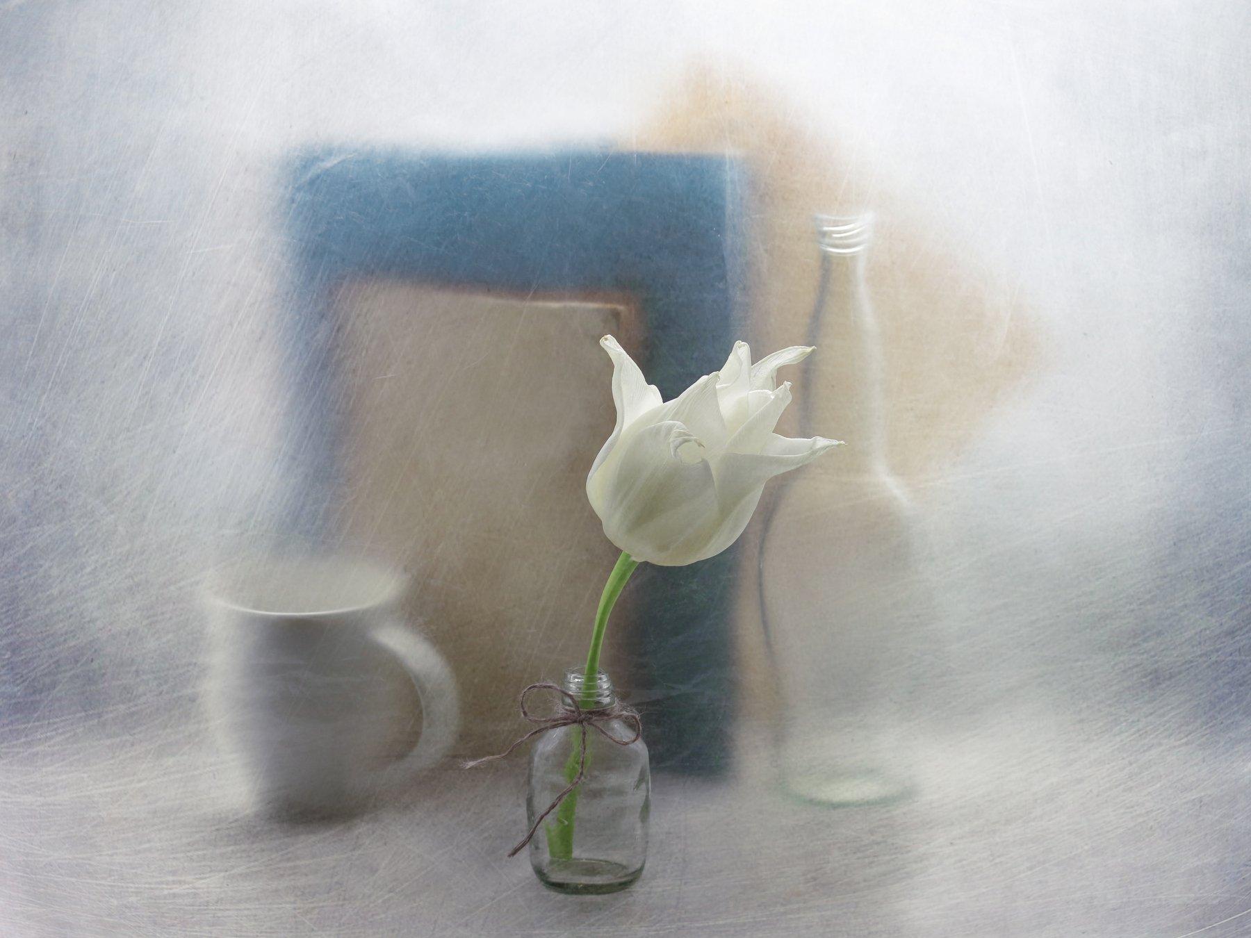 Тюльпан, цветок, натюрморт, чашка, бутылка, бантик, нитка, книга, арт, Елена Лысенко