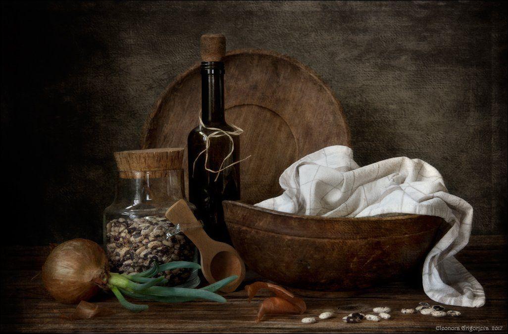 луковица, фасоль, деревянные предметы, винтаж, бутылка, полотенце, натюрморт, Eleonora Grigorjeva