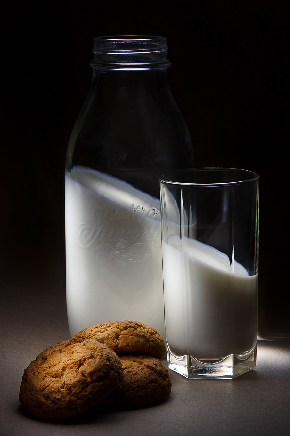 light brush, light painting, andygolov, milk, bottle, breakfast, cookies, glass, long exposure, no photo manipulations, Андрей Голов