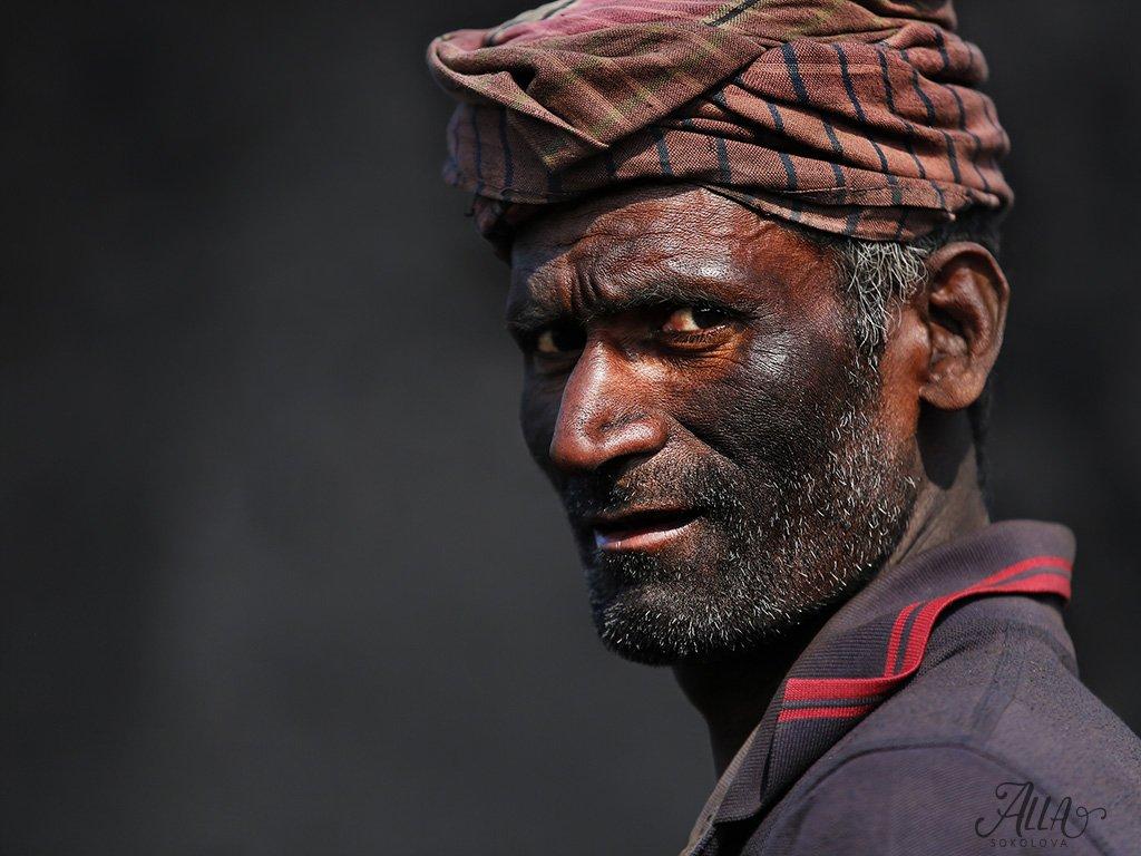 рабочий, труд, мужчина, грязь, седина, чернота, работа, бангладеш, Алла Соколова