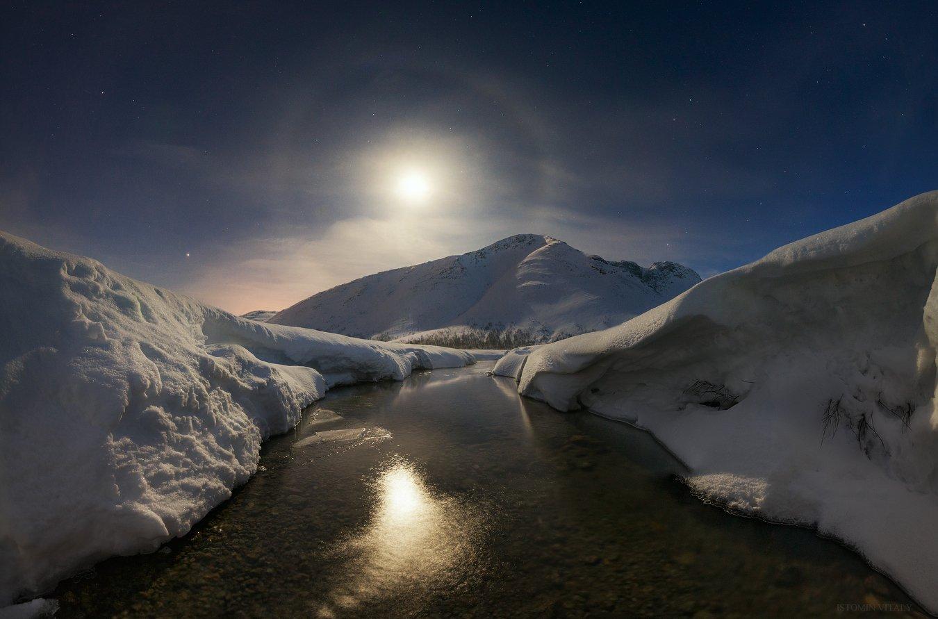 пейзаж,луна,россия,хибины,весна,панорама,гало,луна,звезды,горы,река,тепло, Истомин Виталий