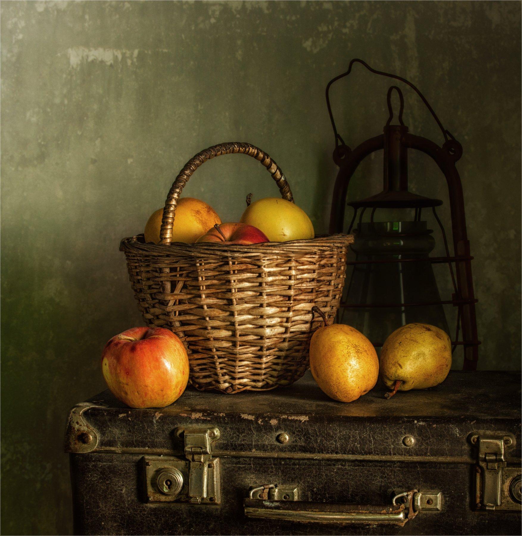 still life, натюрморт, винтаж, ретро,  стилизация,  еда, чемодан,фрукты, яблоки, груши, керосиновая лампа, Михаил MSH