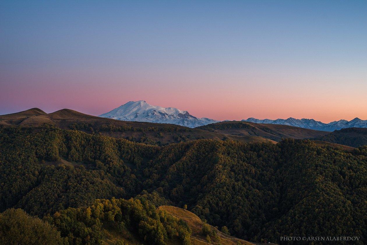 эльбрус, горы, предгорья, хребет, вершины, пики,река, горная река, восход, солнечный свет, осень, скалы, холмы, долина, облака, путешествия, туризм, карачаево-черкесия, кабардино-балкария, северный кавказз , закат, свет, лучи, АрсенАл