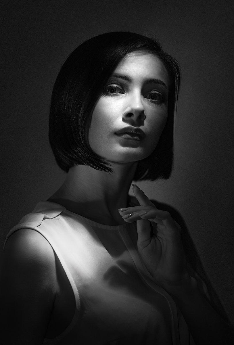 портрет, студийный, чёрно-белый, art, black and white, beauty, glamour, davydov, монохромный, классический, романтический, девушка, ретро, низкая тональность, жёсткий свет, крупным планом, взгляд, современный портрет, Давыдов Михаил