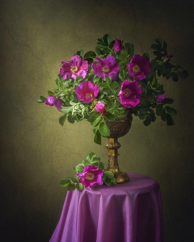 натюрморт, начало лета, цветы, букет, дикие розы, старинный кубок, Ирина Приходько