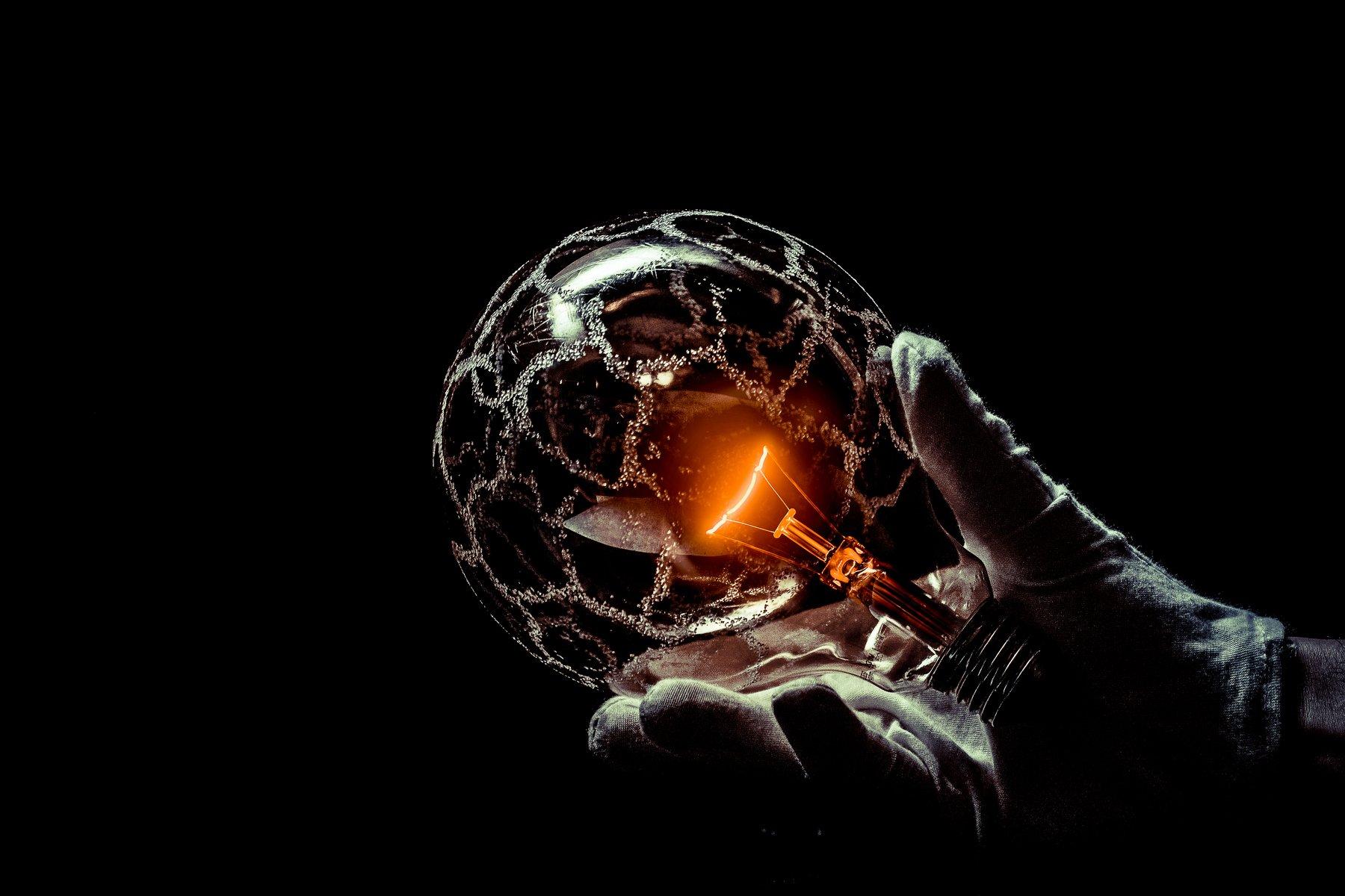 hand, glass, bulb, macro, conceptual, concept, art, light, globes, round, ebergy, Antonio Bernardino