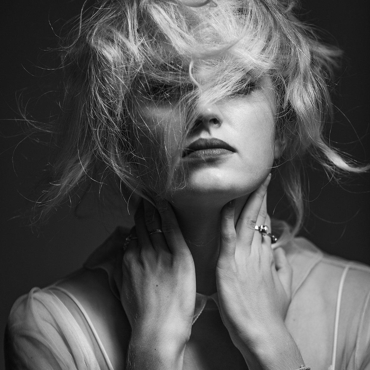портрет, девушка, стиль, мода, волосы, блондинка, креатив, гламур, студия, тень, концептуальный, современный, fashion, style, davydov, art, beauty, glamor, монохромный, чёрно-белый, психологический, экспрессия, фотостудия, Давыдов Михаил