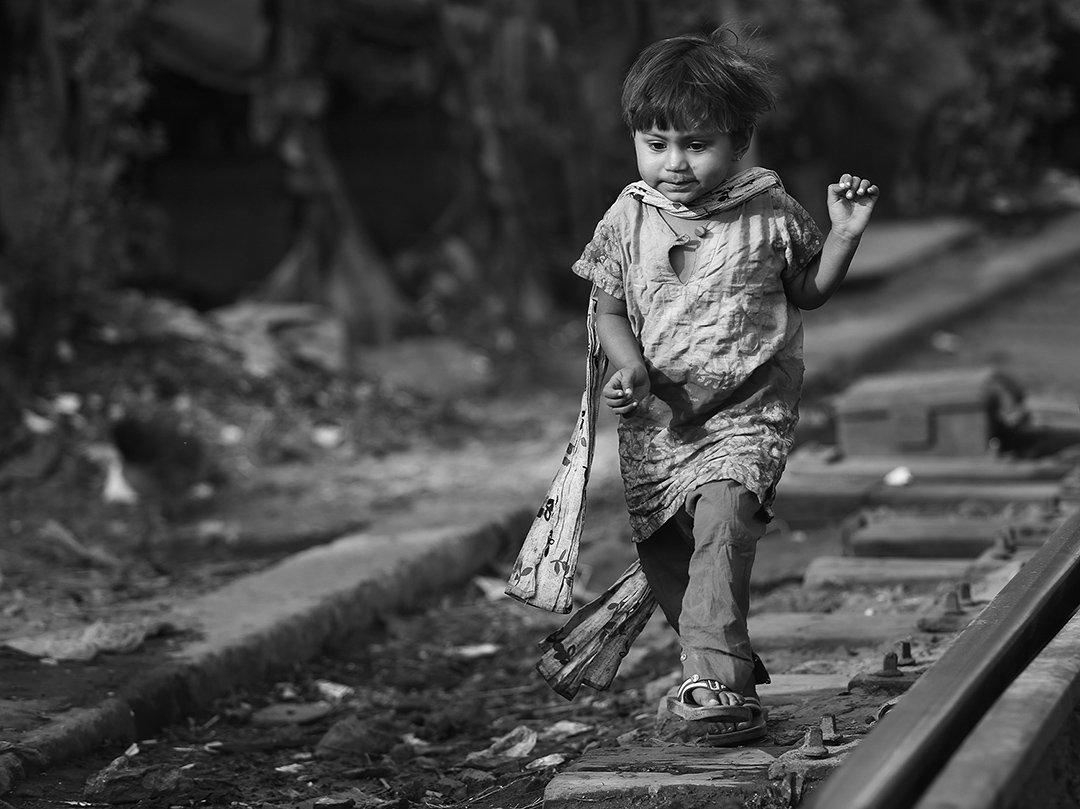 девочка, шарфик, железная дорога, рельсы, бангладеш, Алла Соколова
