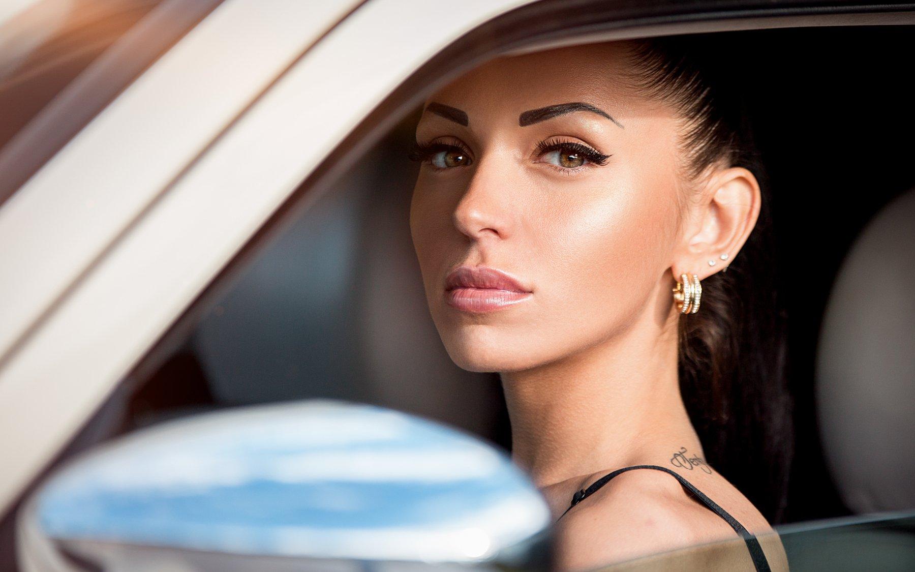 портрет, машина, за рулем, водитель, девушка за рулем, шофер, Сухарь Александр