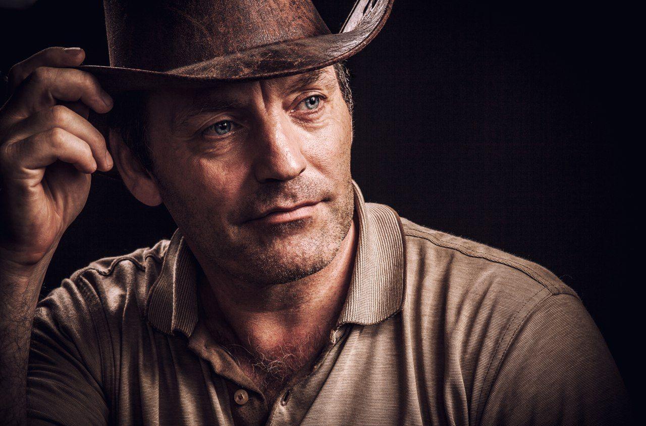 мужчина, ковбой, шляпа, жанр, портрет, мужской, брутальный, небритый, глаза, типаж, руки, брутал, Комарова Дарья