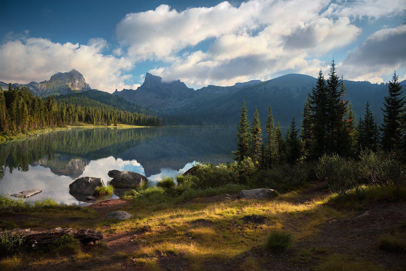 природа, пейзаж, горы, Ергаки, Саяны, скалы, утро, большой, красивая, озеро, камни, берег, лес, холодный, Дмитрий Антипов