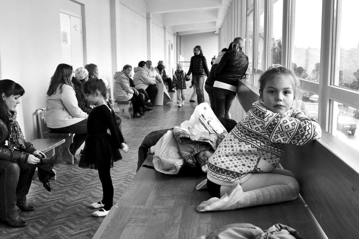 апатиты, девочка, портрет, окно, танцы, чб, репетиция, Николай Смоляк