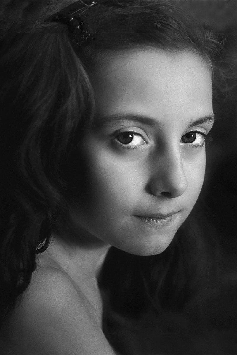 апатиты, девочка, портрет, чб, глаза, взгляд, Николай Смоляк