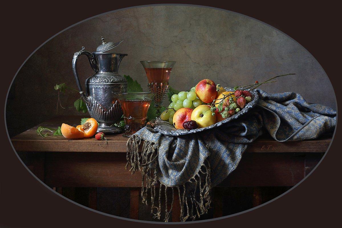 Блюдо с фруктами и вино. Елена Татульян
