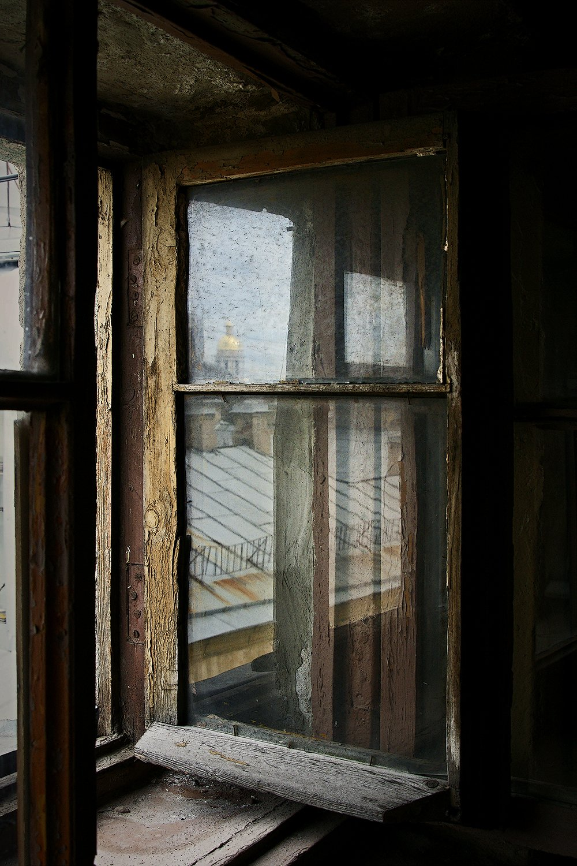 #deep.spb, #deepspb, #санктпетербург, #петербург, #спб, #питер, #saintpetersburg, #petersburg, #spb, #piter, #город, #city, #street, #streetphoto, #streetphotography, #cityscape, #urbex, #urbexphoto, #urbanexploration, #abandoned, #steps, #door, #window, deep.spb