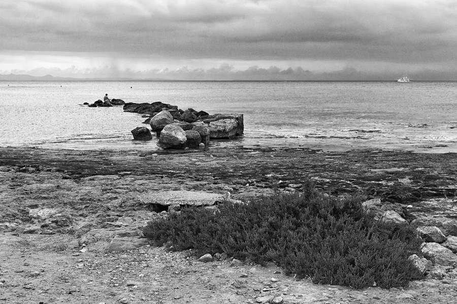 Пейзаж, утро, море, рыбак, единение, природа, тишина, чб, landscape, sea, morning, bnw, bw, Сергей Гойшик