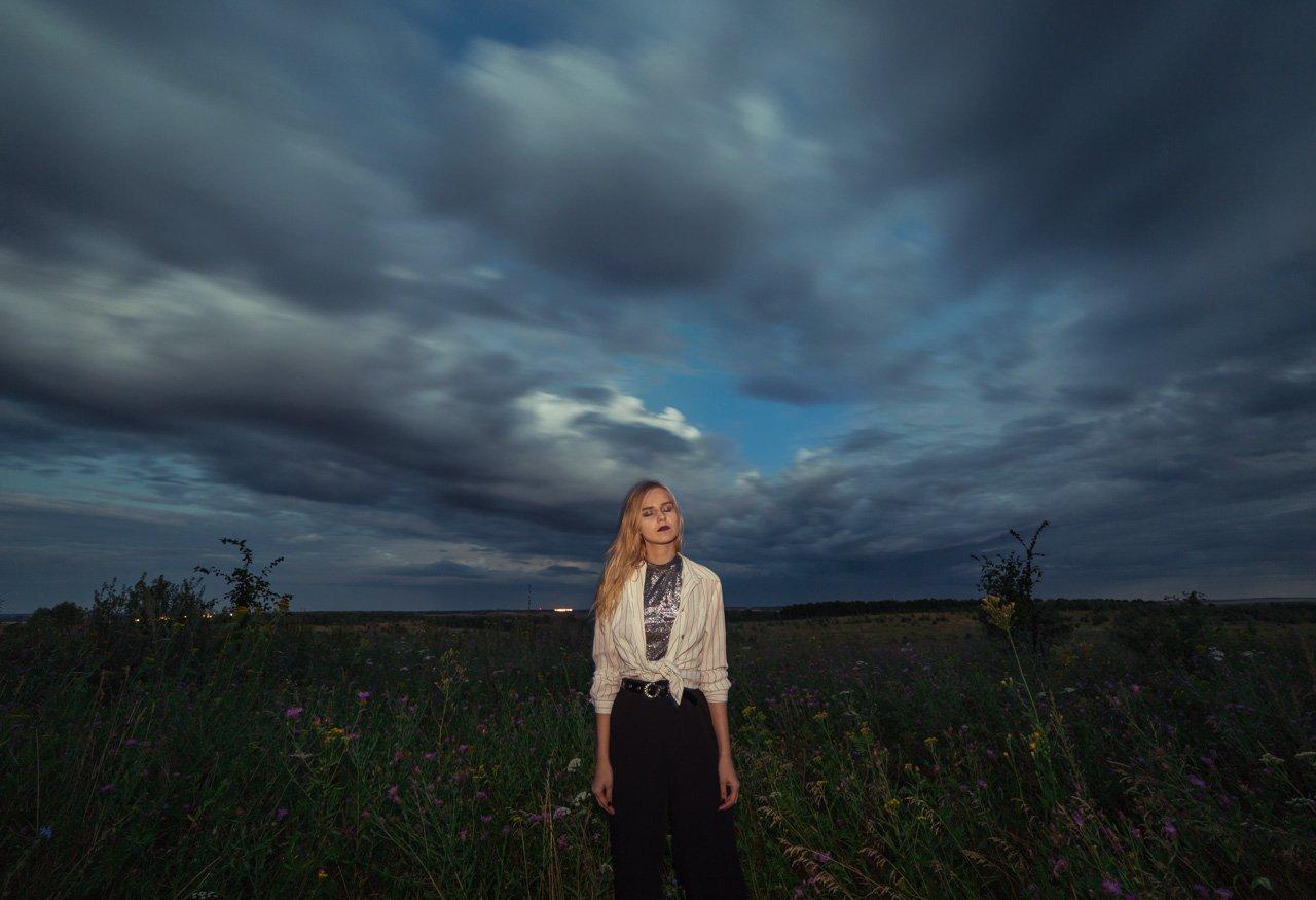 портрет, девушка, samyang, облака, природа, поле, длинная выдержка, вспышка, Артемий Тузов