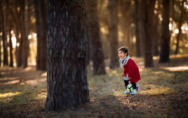 wood, forest, kid, little girl, kid, family, child, dark, natural light, Derek Zhang