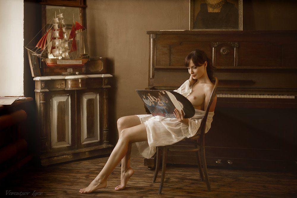ню, девушка, грудь, обнажённая, пианино, пластинки, Воронцов Игорь