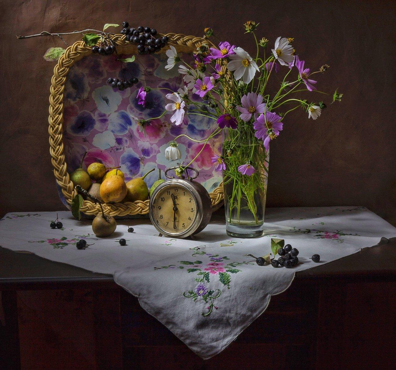 натюрморт,цветы,ягоды,часы,ваза, Zadorina Svetlana