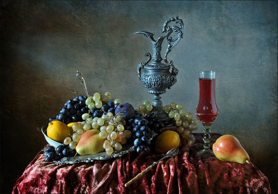 С вином и виноградом. Елена Романова