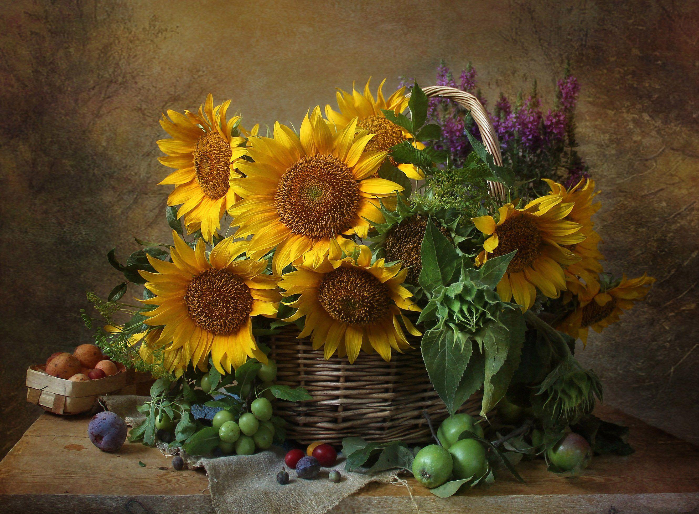 Натюрморт с подсолнухами и фруктами Марина Филатова