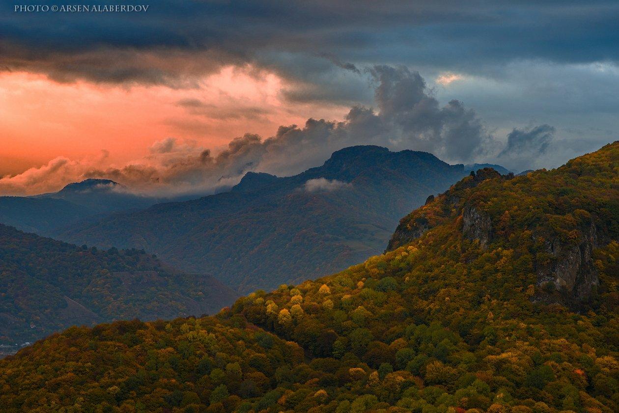 горы, предгорья, осень, вечер, закат, хребет, вершины, пики, озеро,каньон, обрыв, скалы, холмы, долина, облака, путешествия, туризм, карачаево-черкесия, кабардино-балкария, северный кавказ, АрсенАл