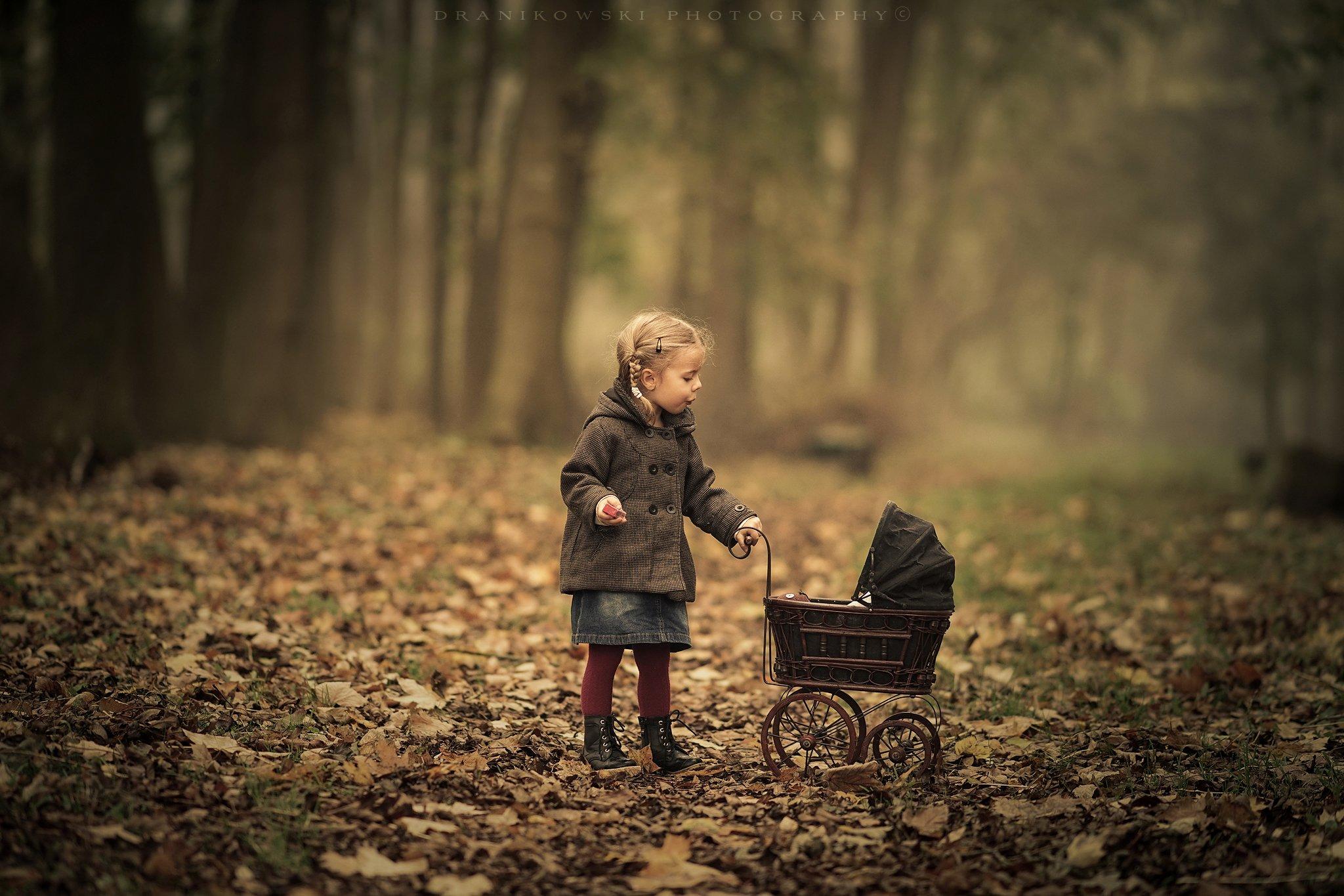 осенняя, колыбельная, autumn, lullaby, girl, cute, sweet, park, trees, leafs, foggy, mist, jesien, Radoslaw Dranikowski