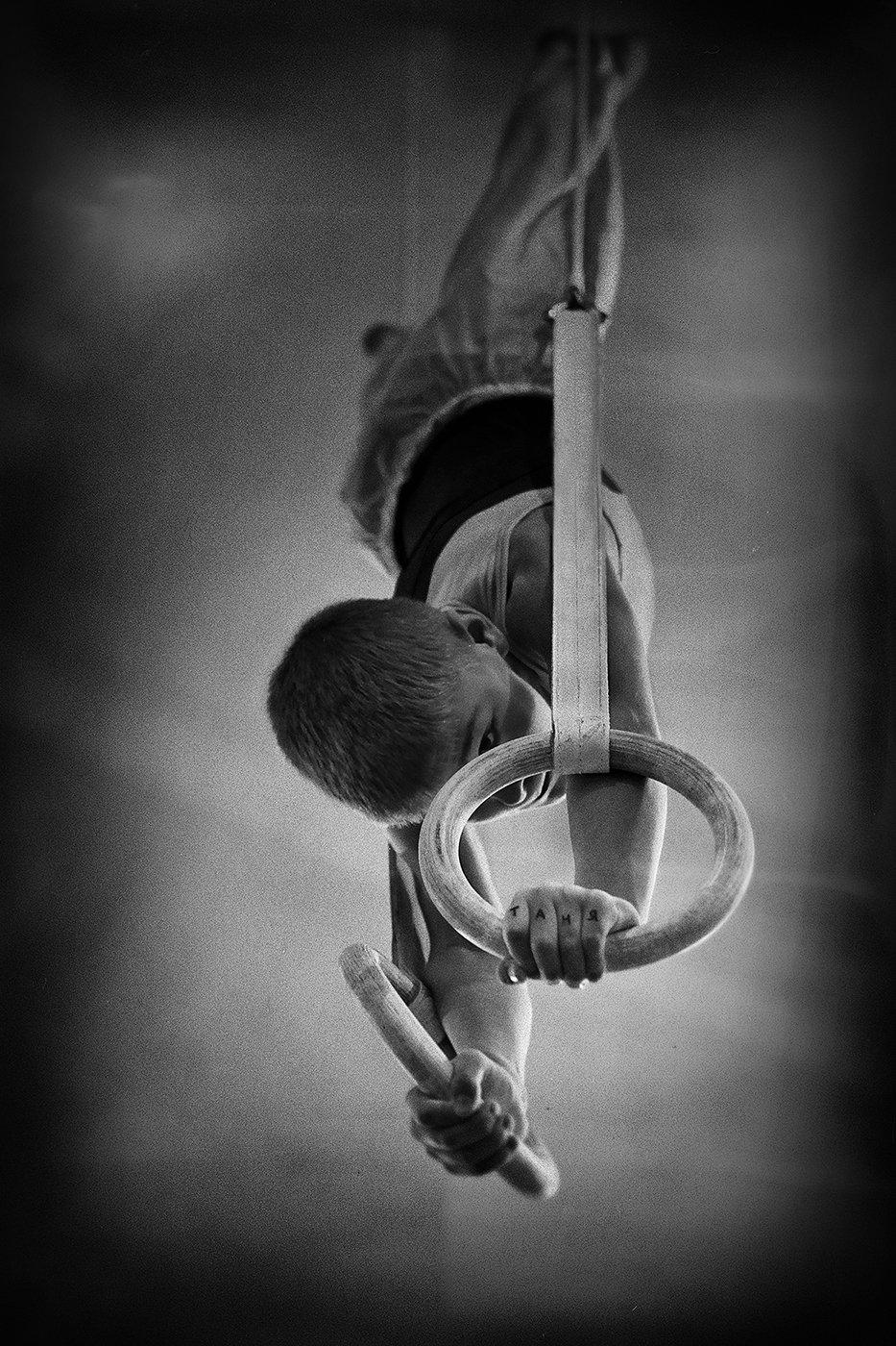 мальчик, гимнаст, тату, руки, напряжение, упражнение, спорт, кольца, гимнастика, выступление, соревнование, Alla Sokolova