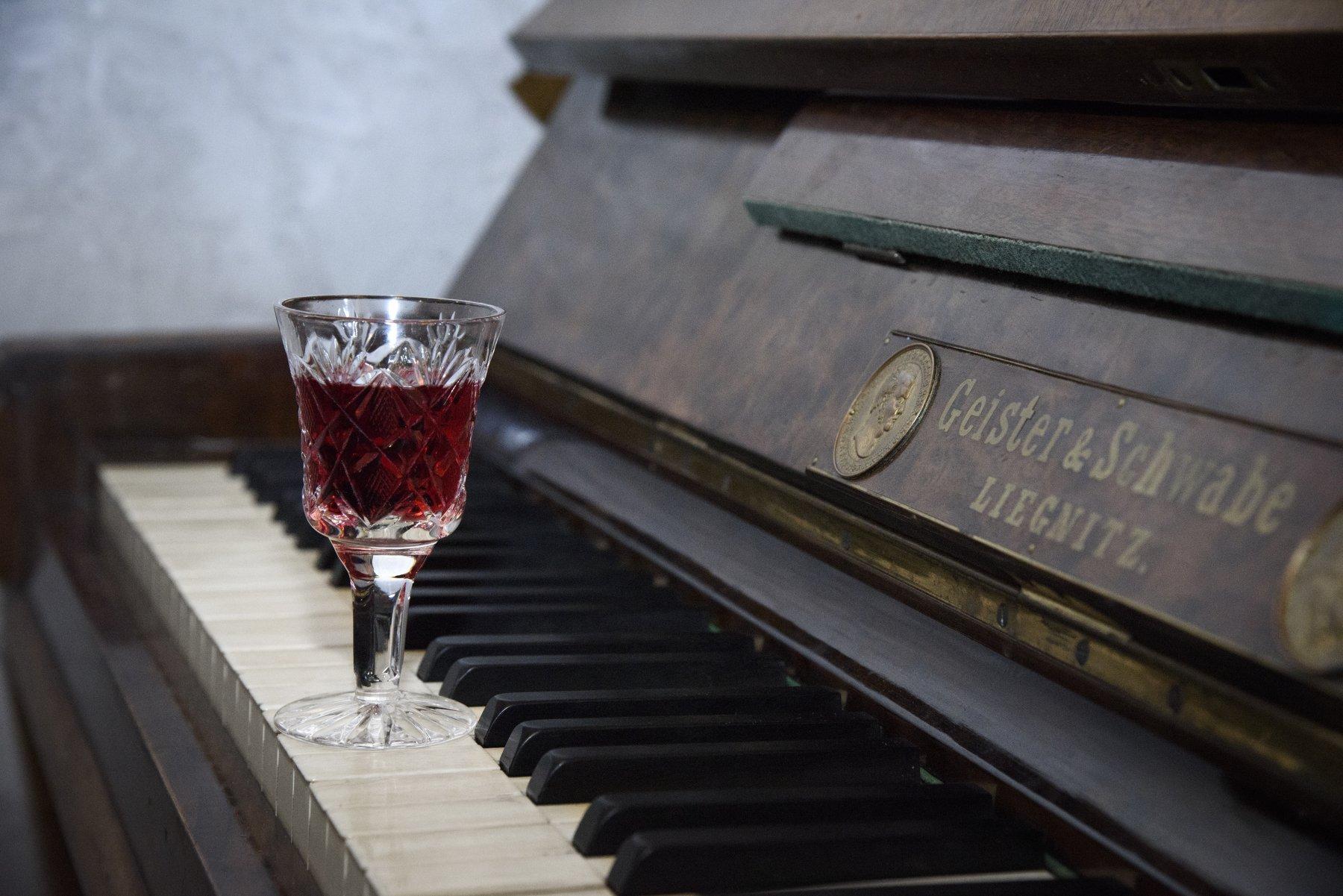 вино, бокал вина, красное вино, пианино, клавиши, музыка, алкоголь, Светлана Хромова