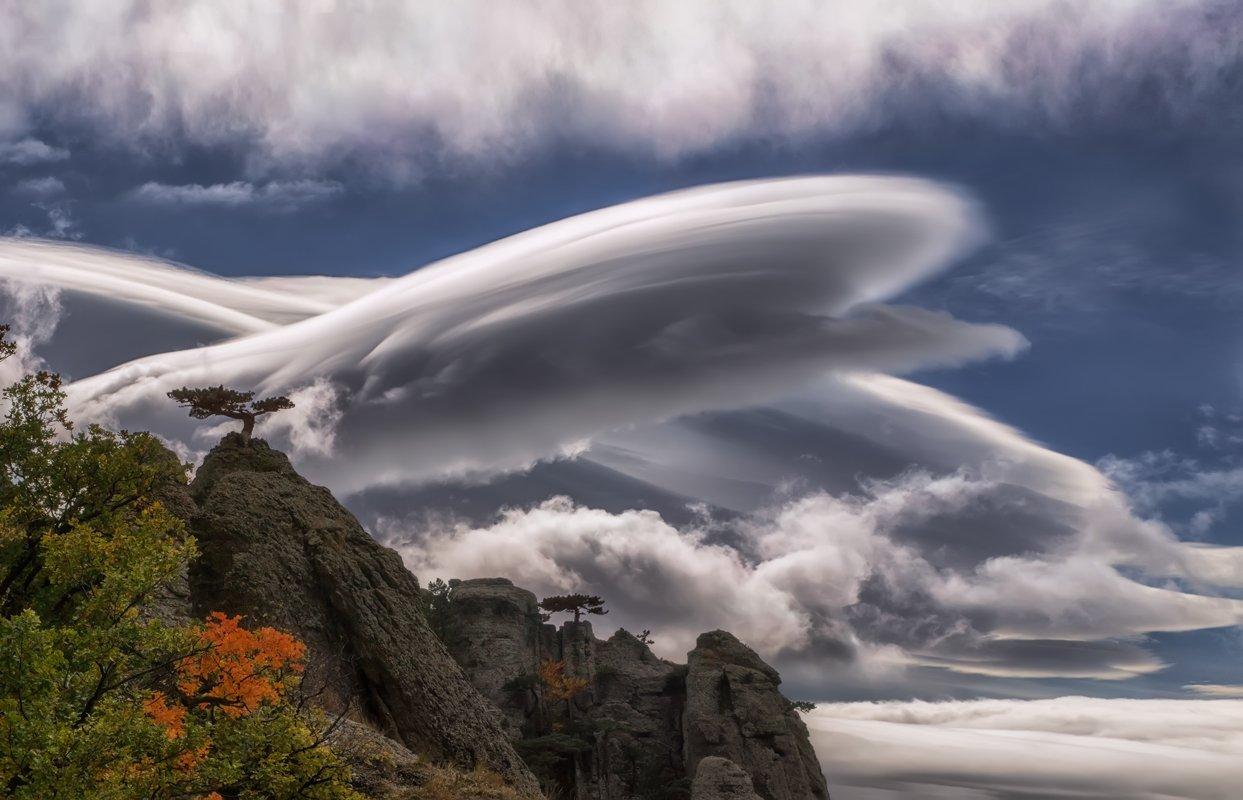 крым,демерджи,лентикулярные облака,облака,лентикулярный,осень,деревья,скалы,горы,день,путешествие,отдых,природа,пейзаж, Elena Pakhalyuk