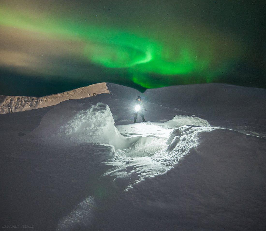 панорама,свет,человек,пейзаж,ночь,сияние,россия,хибины,горы,человек,свет,звезды, Истомин Виталий