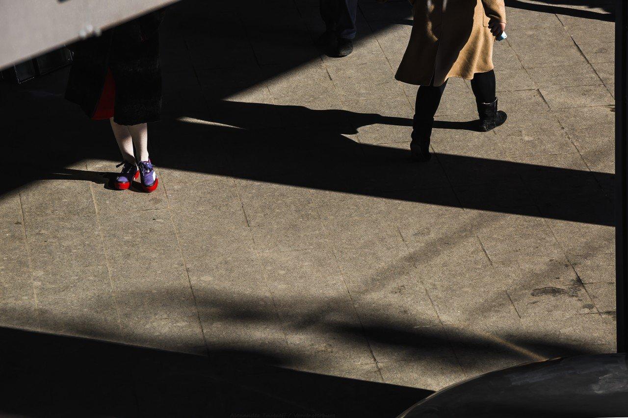 Люди, город, улица, жанр, тени, свет, человек, цвет, красный,, АлександрТутаев