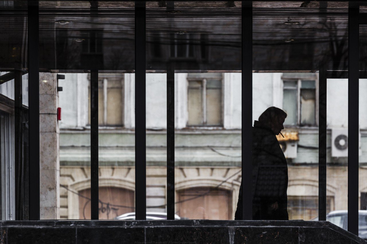 Люди, город, улица, жанр, силуэт, линии, сигарета, стекло, человек,, АлександрТутаев