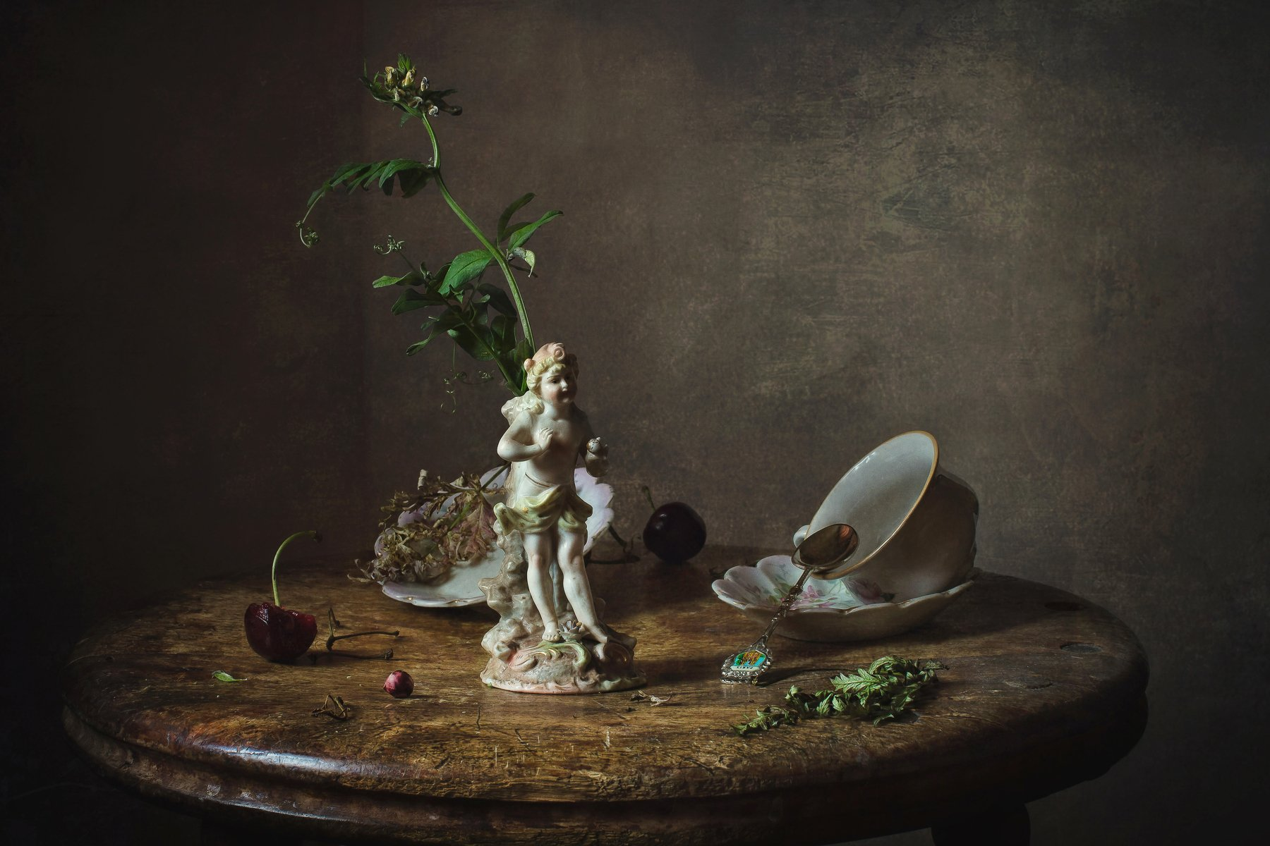 натюрморт, фарфор, статуэтка, цветок, ягоды, вишня, Анна Петина