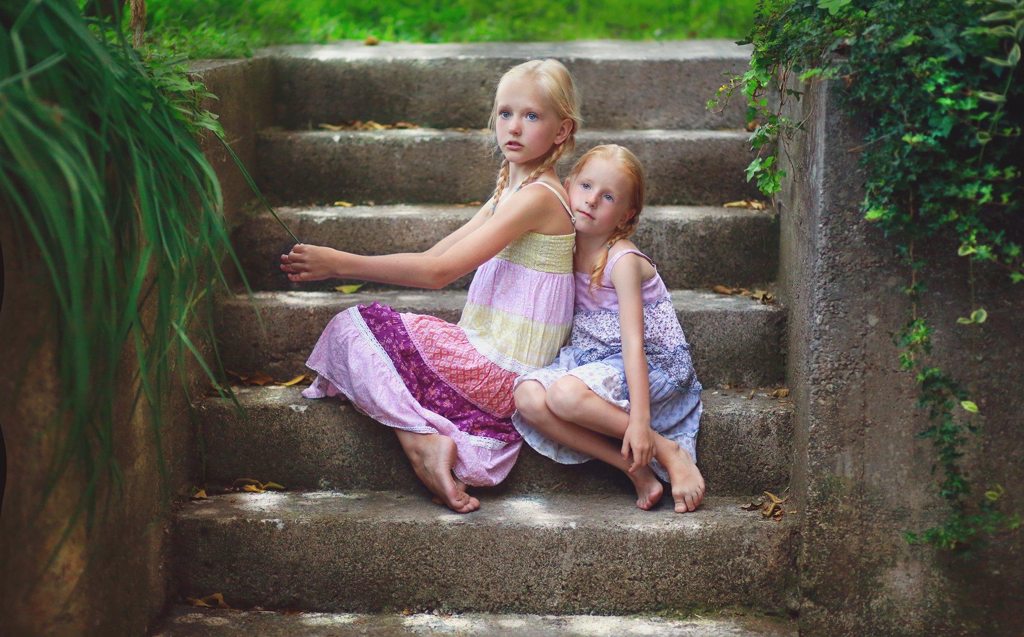 Портрет, девочка, сестра, сестры, жанр, взгляд, красота, каникулы, дети, детство, свет, солнечный, день, Постонен Екатерина