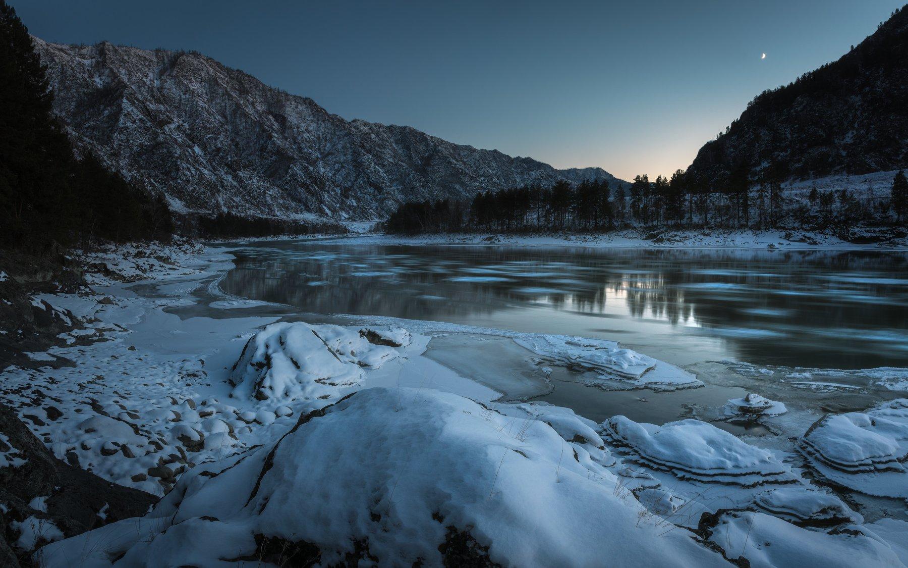алтай, горы, катунь, долина, река, природа, льдины, лёд, пейзаж, осень, снег, луна, вечер, Денис Соломахин