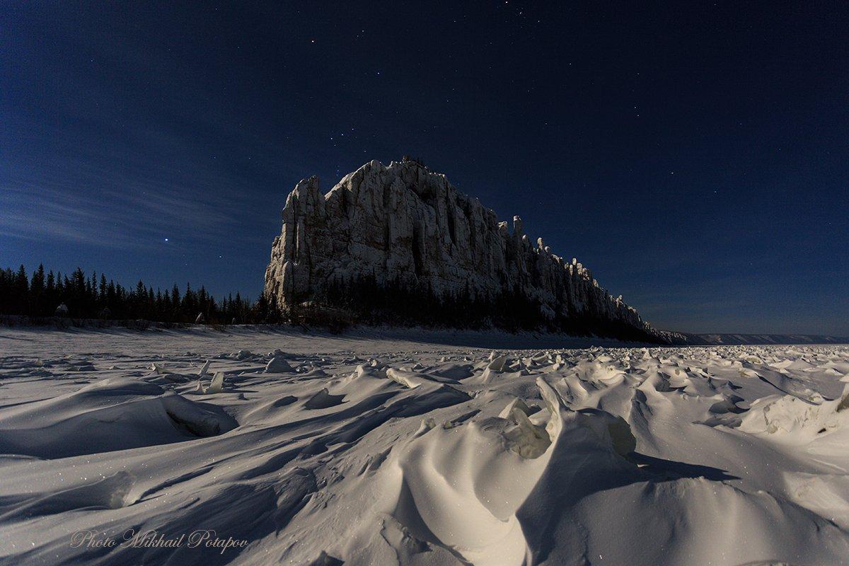 ночь, ночное небо, луна, звезды, горы, зима, снег, холод, путешествия, якутия, ленские столбы, Михаил Потапов