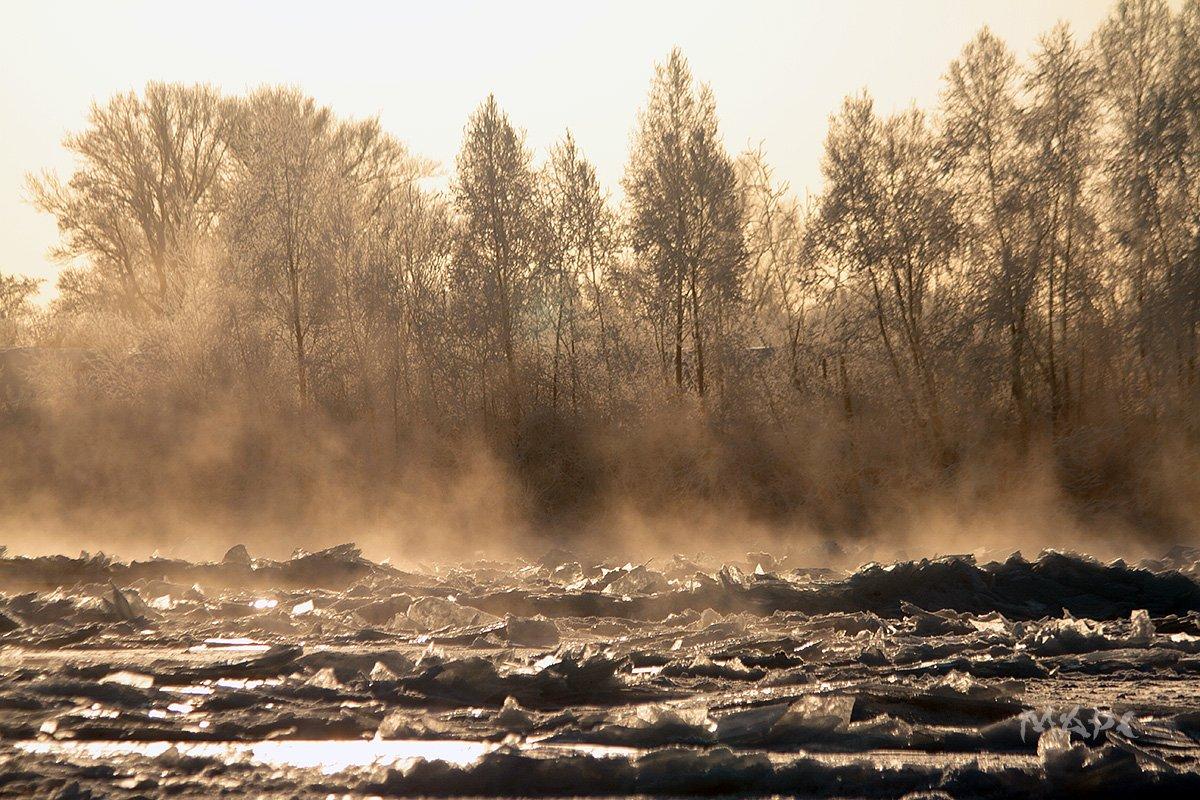 движение льда после поднятия воды в реке. зима, январь., Шангареев Марс
