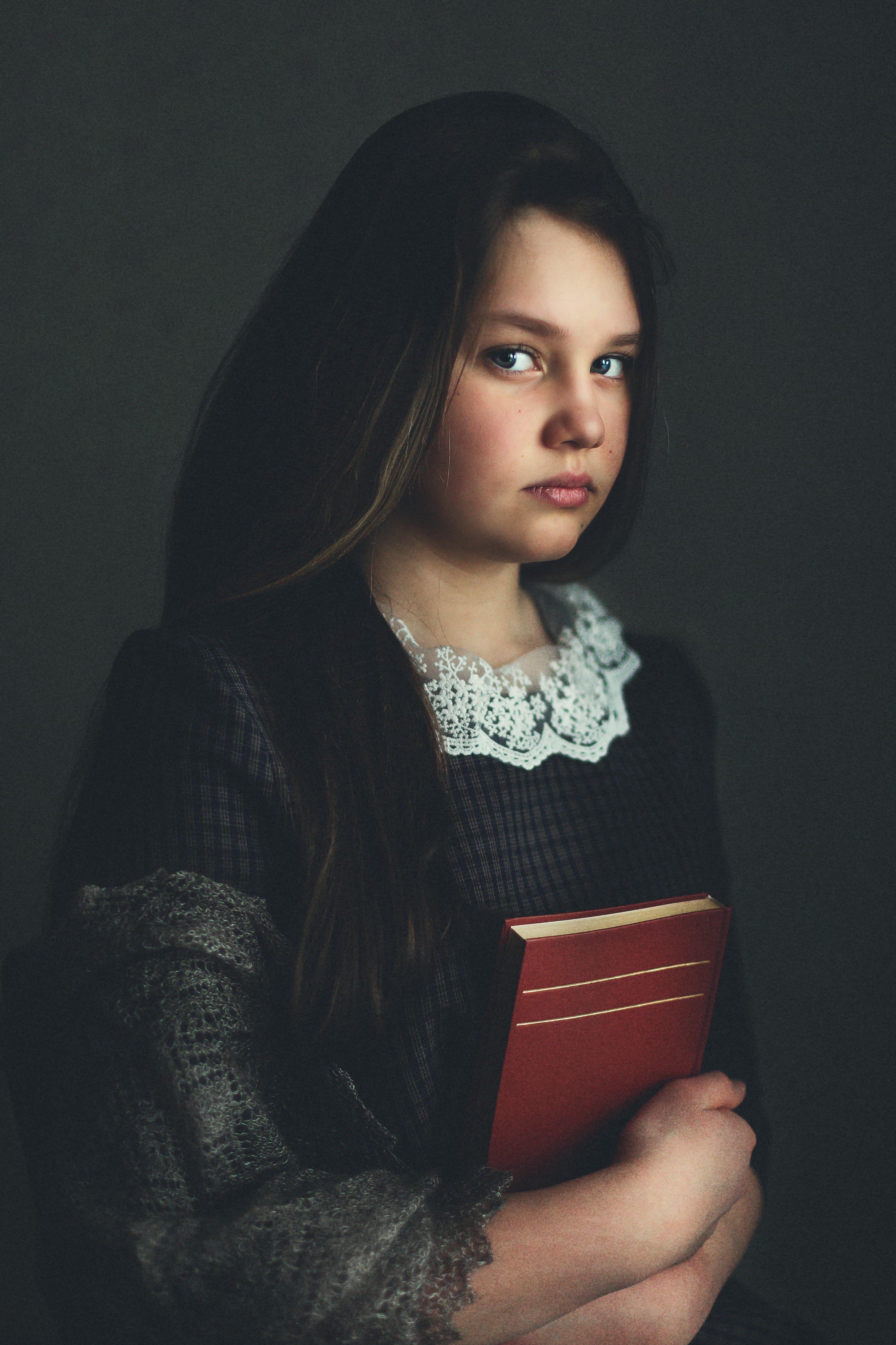 девочка, окно ,книга ,свет , Алена Пайвина