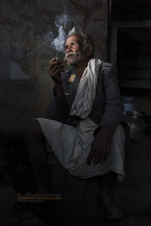portrait, people, men, man, smoke,, Tomek Jungowski