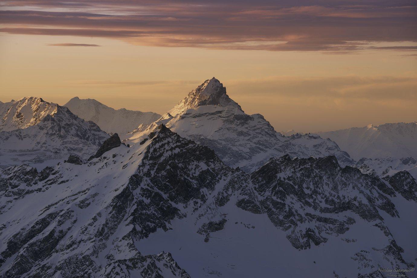 главный кавказский хребет, гкх, кавказ, северный кавказ, кавсказские горы, азау, рассвет, снежные горы, caucasus, приэльбрусье, вид с эльбруса, elbrus, эльбрус, чегет, Николай Сапронов