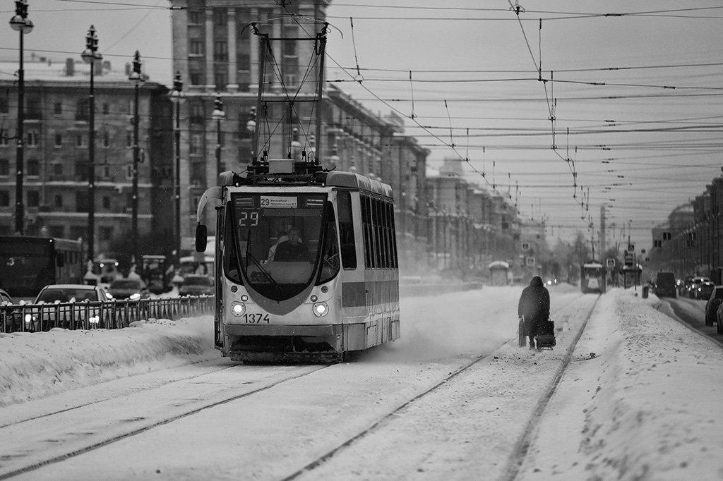 питер, шпалы, трамвай, дорога, транспорт, пешеход, сумка, ноша, домой, метель, снег, зима, Alla Sokolova