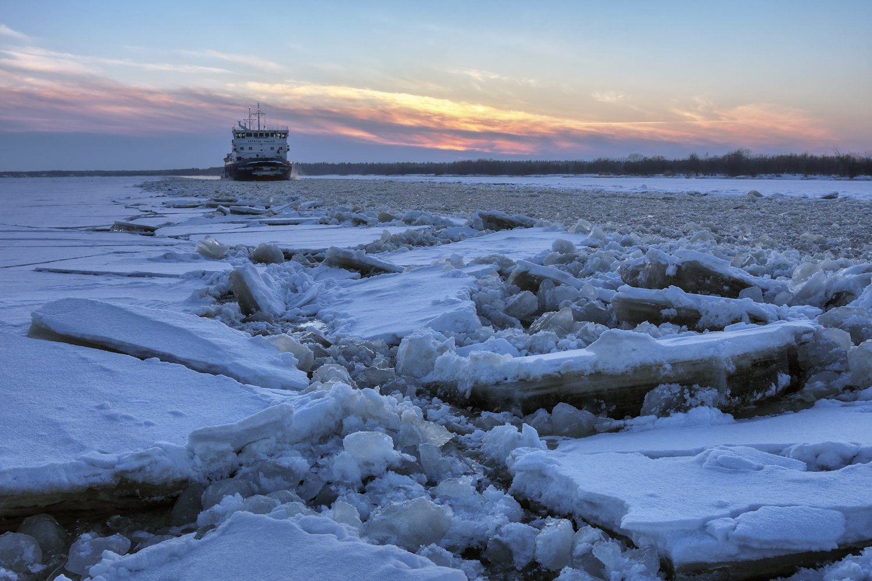 закат зима река северная_двина лед снег навигация теплоход, Вера Ра