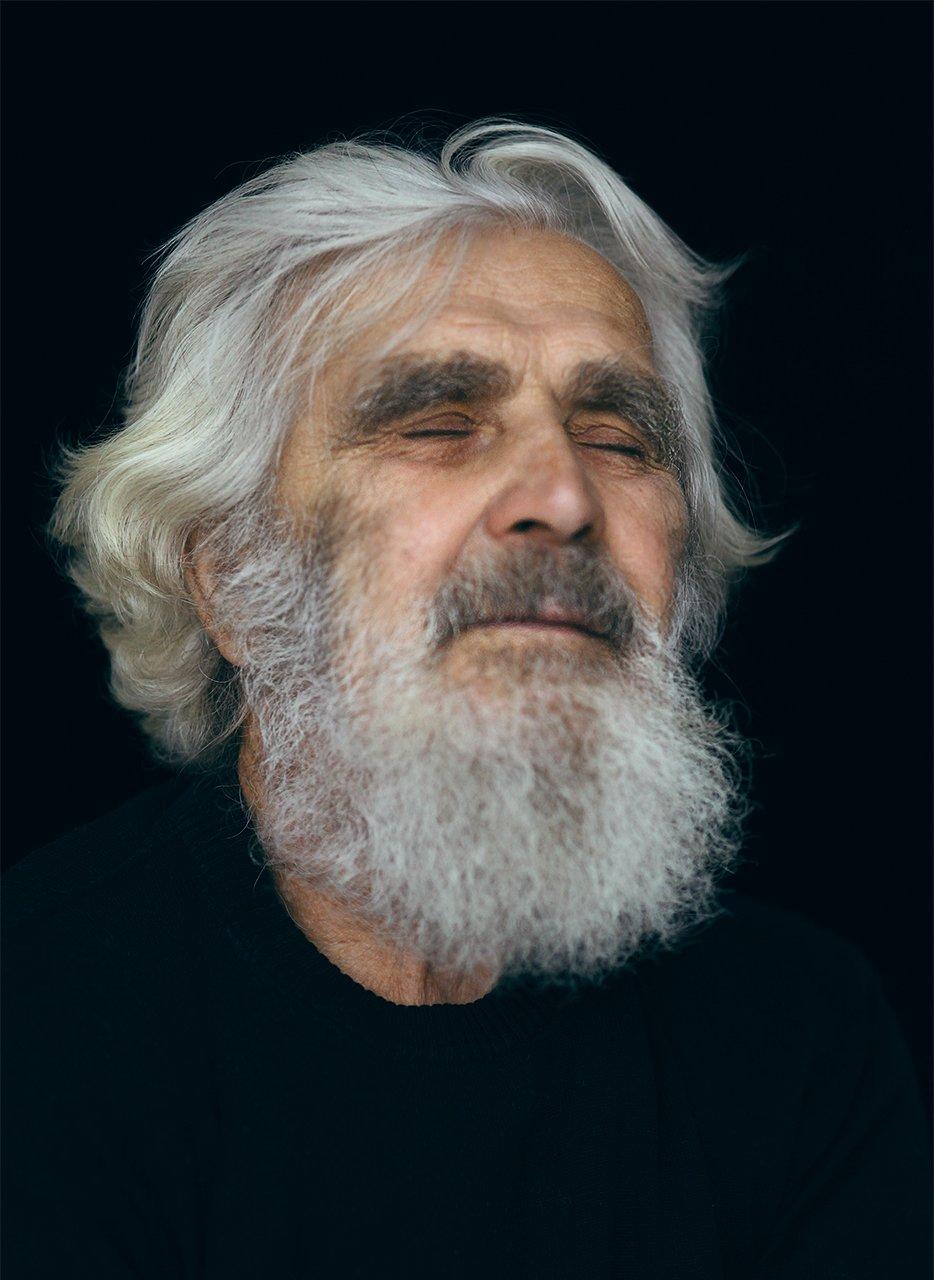 Мужчина, портрет, пожилой, закрытые глаза, глаза, седой, Комарова Дарья