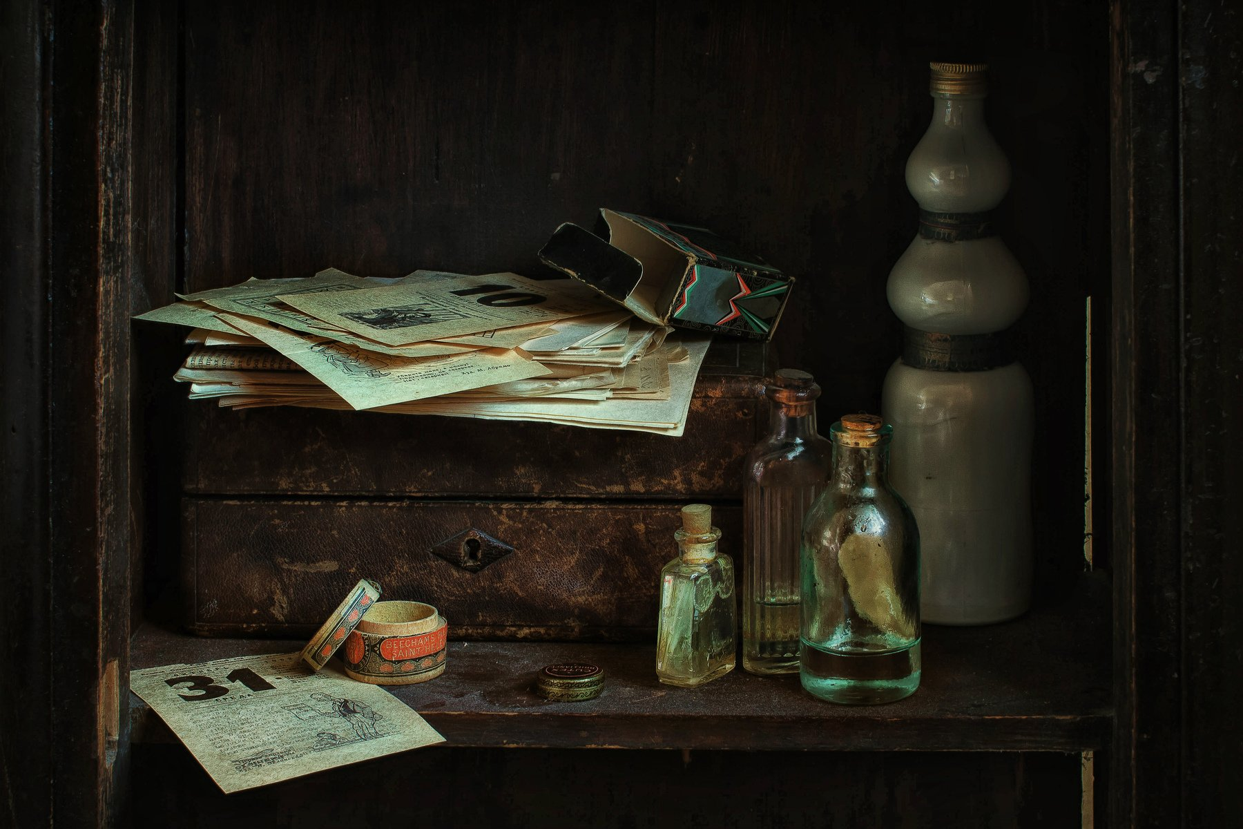 натюрморт, стекло, пузырьки, календарь, Анна Петина